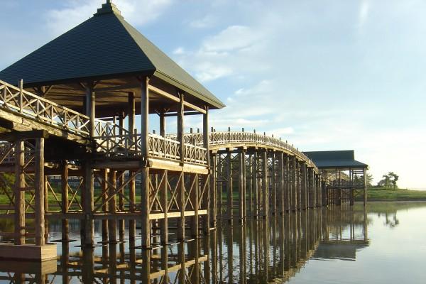 길이 300m의 일본에서 가장긴 목조 다리, 츠루노 마이 다리